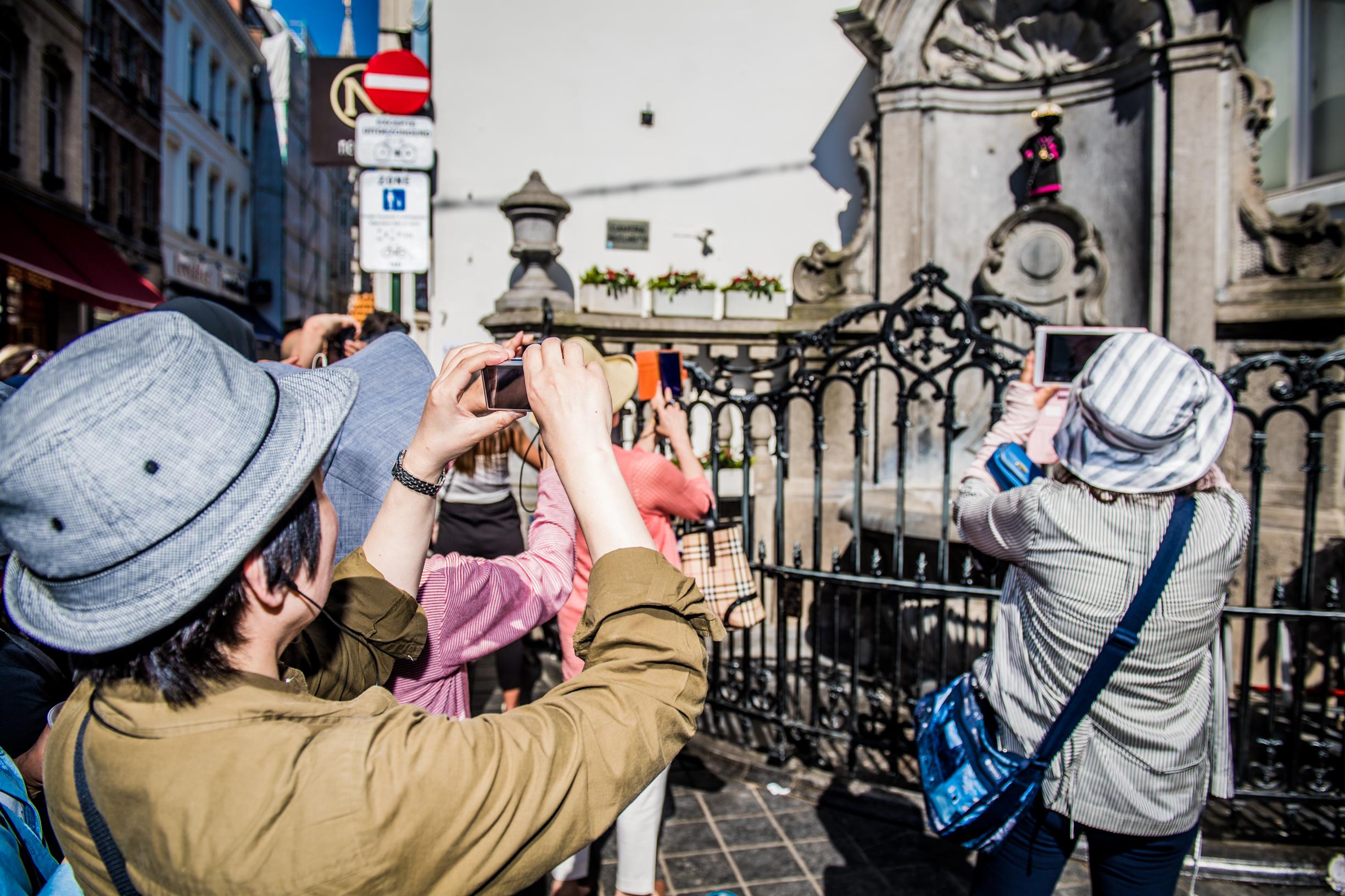 BRUXELLES, Illustration Manneken Pis Touriste Bruxelles Rue De L Etuve .GOLINVAUX MATHIEU./LESOIR