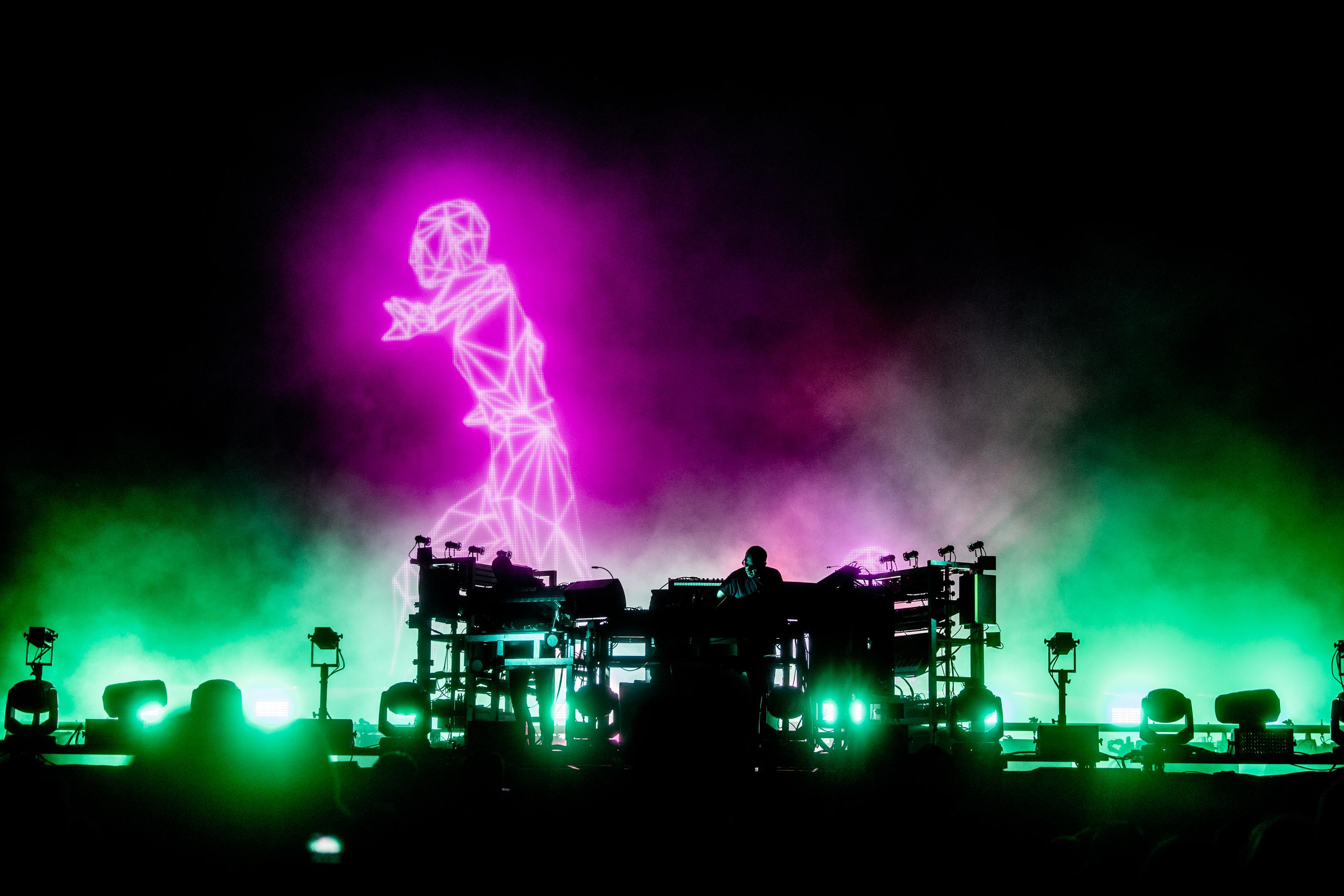DOUR, Festival De Dour The Chemical Brothers 01:00 02:30. GOLINVAUX MATHIEU./LESOIR